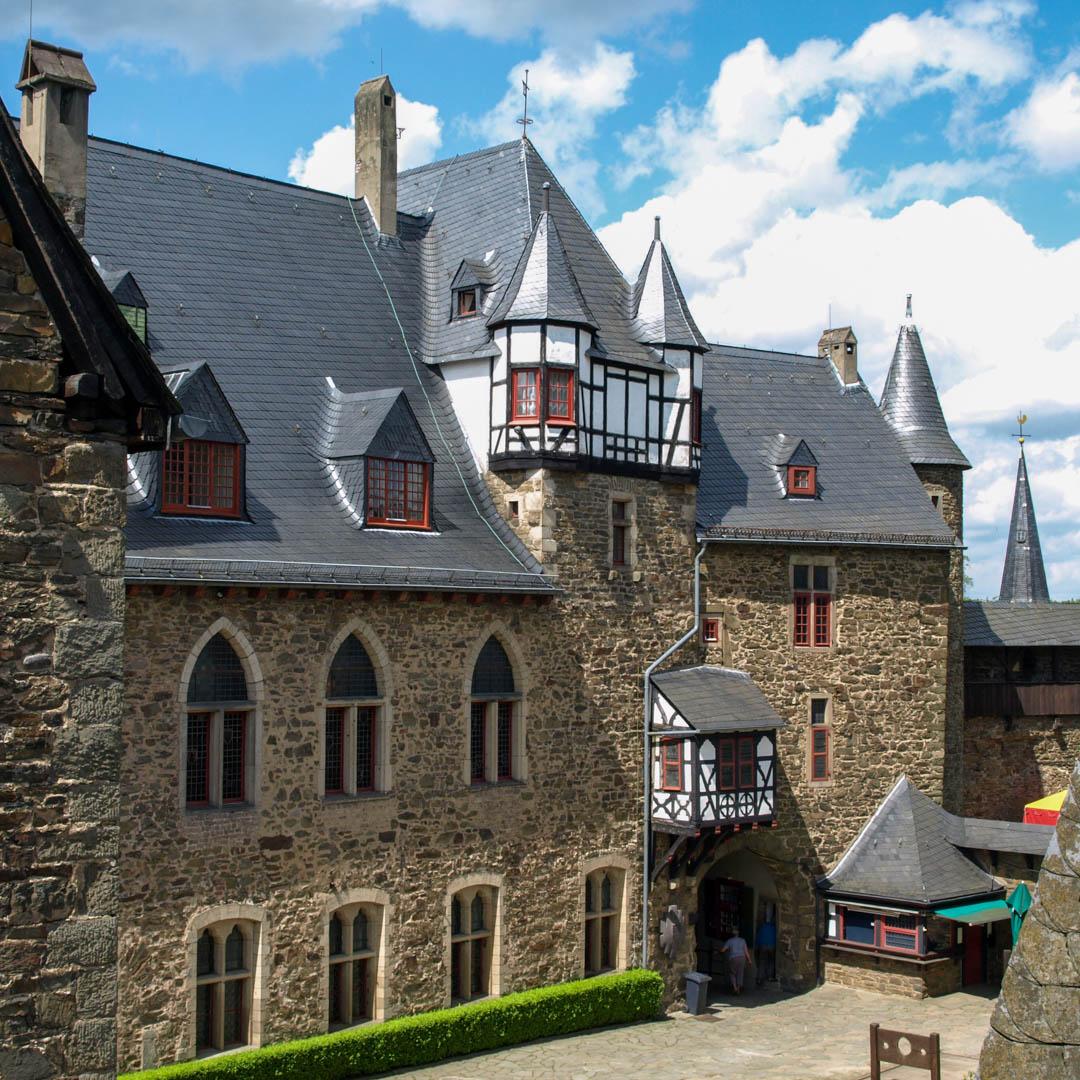Innenhof Palas Schloss Burg