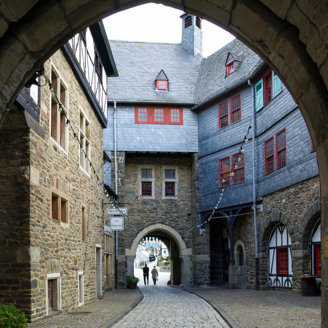 Zwingerhof Schloss Burg